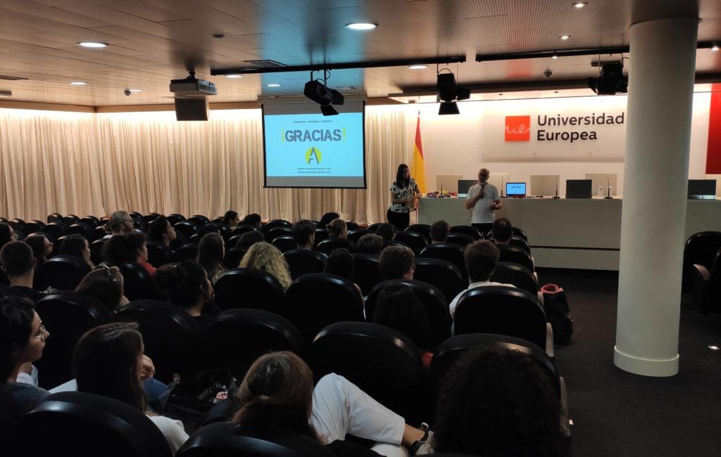 Autofabricantes dando una charla en la Universidad Europea de Madrid